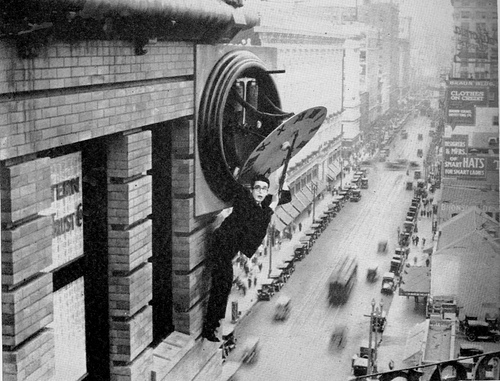 harold lloyd hanging from clock